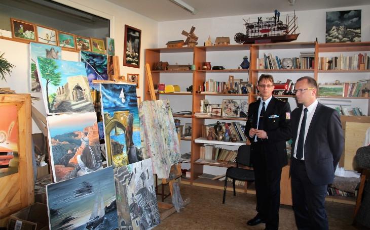 Pardubičtí vězni pomáhají. Kraj plánuje výstavu obrazů odsouzených