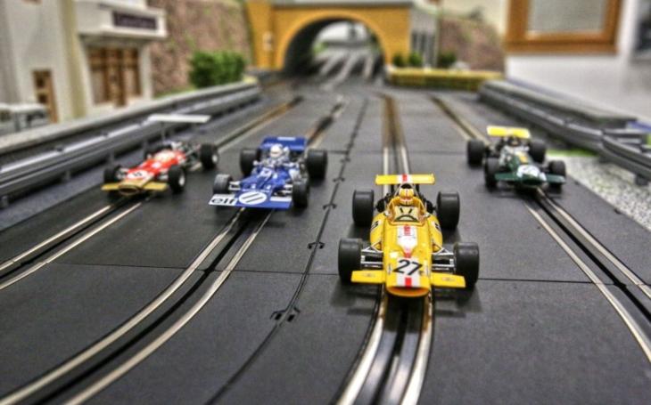 Výjezd ztunelu na nábřeží v Monte Carlu, belgická zatáčka Eau Rouge: Senzační autodráha F1