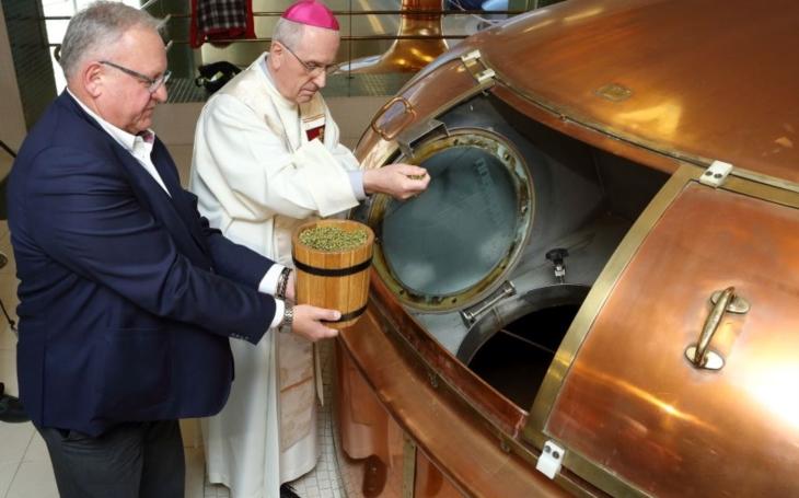 Plzeňský zlatý ležák ochutná o Velikonocích i papež. Ostatně, dostává ho pravidelně už řadu let