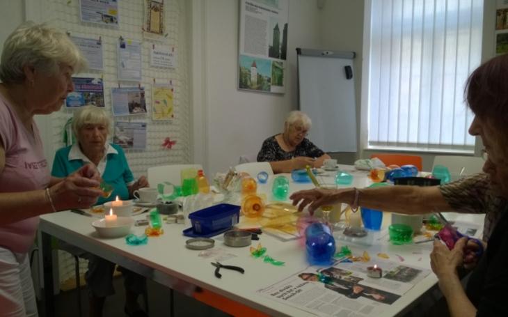 VKomunitním centru Louka se učíme užívat darů přírody, vysvětluje radní Prahy 5 Petr Lachnit
