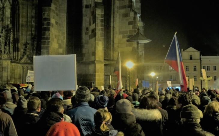 Rezignoval Ondráček kvůli demonstracím?