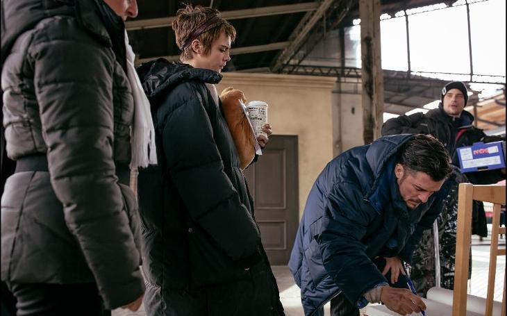 Světová hvězda Orlando Bloom si od natáčení fantasy seriálu odskočil na libereckou radnici a...