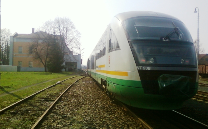 Jeden kilometr železnice postavili za dvacet let. Dopravní situace ve Šluknovském výběžku je na hlavu. Komentář Štěpána Chába