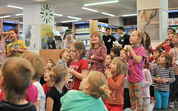 Knihcentrum v Ostravě se promění v bojiště o ježka v kleci. Noc s Andersenem v duchu Jaroslava Foglara