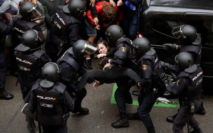 Opozice ve vězení, lidé mlácení obušky, právo na svobodu na okraji propasti. Komentář Štěpána Chába
