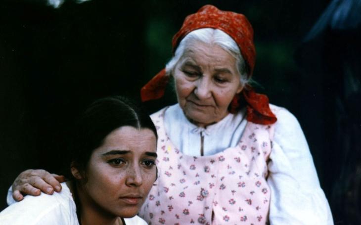 Chudá holka z Vysočiny čekala na životní roli do osmdesátky. A stala se Babičkou… Tajnosti slavných
