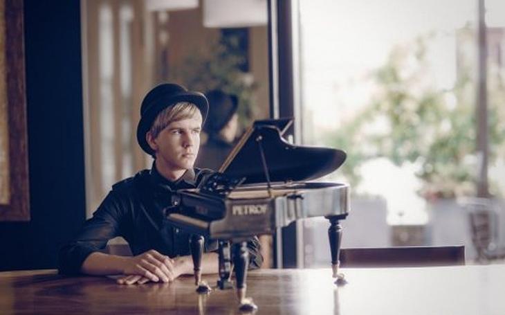 Dvacetiletý klavírní génius přijede odehrát koncert na festival Pardubické hudební jaro