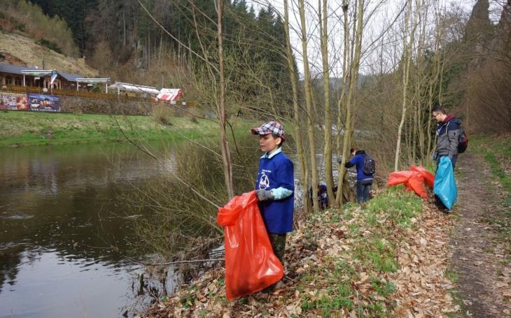 Ve dvou řekách našli dobrovolníci jednadvacet tun odpadu. Od zubní protézy až po záchodové prkénko