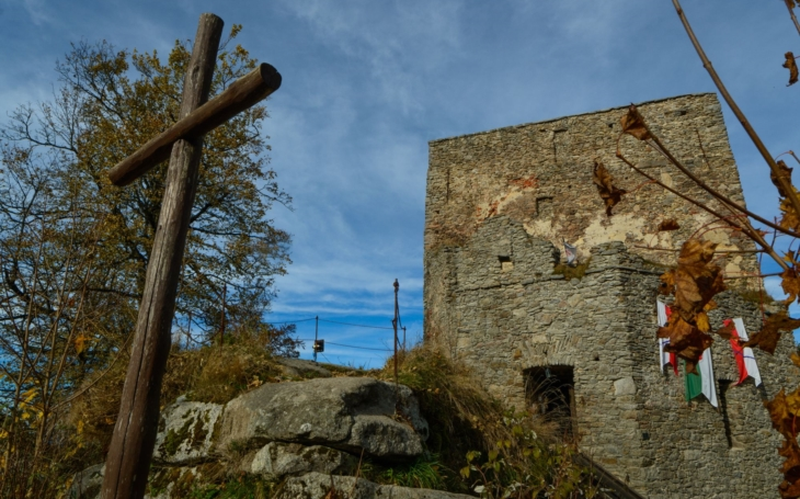 Náš nejvýše položený hrad, Vítkův hrádek, leží více než 1000 metrů nad mořem. Nadšenci ho již 20 let opravují