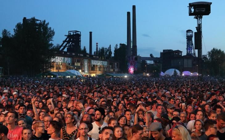 To je věc. Hudební festival Colours of Ostrava bude tlumočený do uměleckého znakového jazyka pro neslyšící