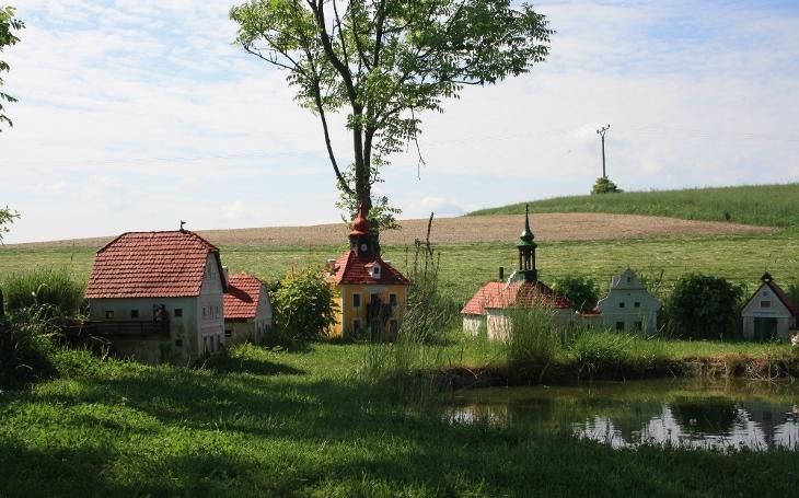Ze Zlaté Koruny až do Boršova. Na kolobrndě romantickou krajinou kolem Dívčího hradu. Český poutník