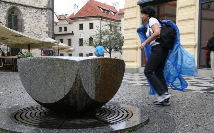 Jen za pítka zaplatila Praha za loňský rok 460 466 korun. To je dost, když jich jen devět