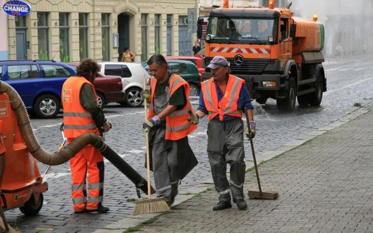 Volná parkovací místa a termíny pro blokové čištění komunikací, nová webová služba Pražanům se rozjela