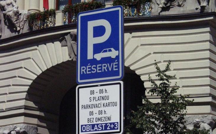 Tři zóny parkování, v kterých by se měl každý řidič vyznat. Nebo může přijít pokutička