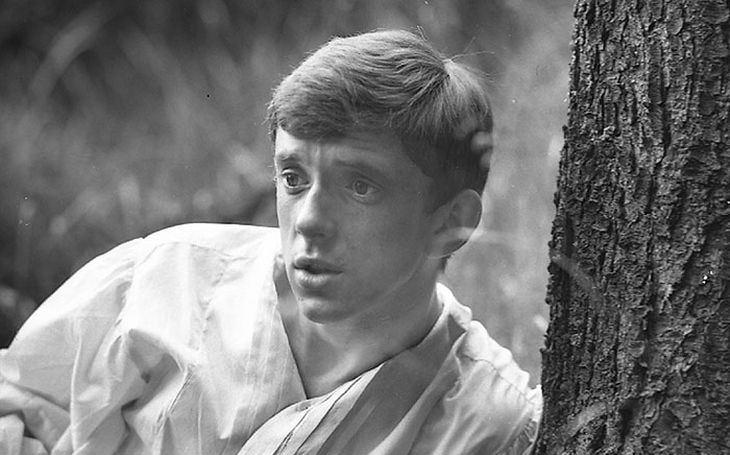 Rozmazlený fracek zazářil už v osmnácti a ulovil nejkrásnější herečku své generace. Jenže… Tajnosti slavných