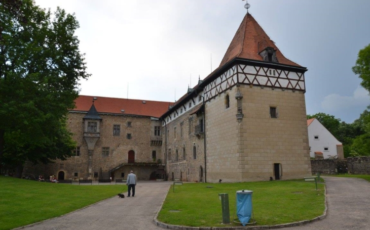 Dobře vybrali; kvalitní, léty prověřené kusy a atraktivní koncerty pod širým nebem na středověkém hradě