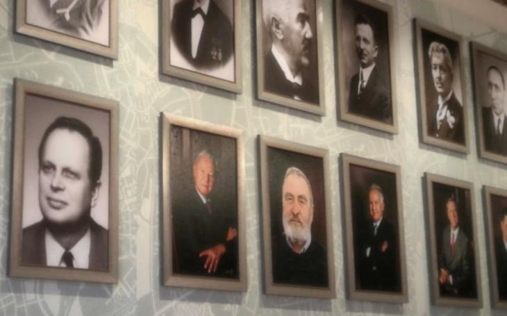 19 olomouckých starostů a primátorů od roku 1850 objektivem Jadrana Šetlíka. Nová expozice na radnici