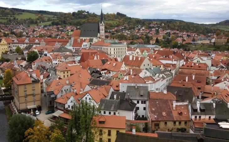 Budeme předstírat normální život? V prvním českém městě už to začalo. Pohroma pro celou planetu