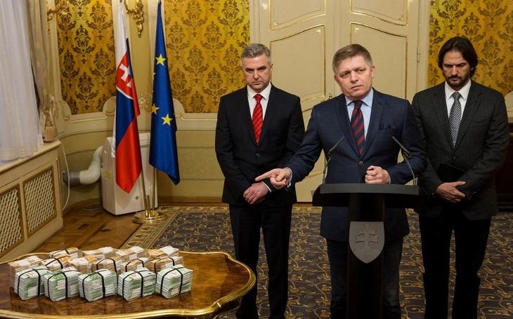 Slováci mají o pětinu nižší mzdy než Češi a trpí třikrát vyšší nezaměstnaností. Proč? Komentář Štěpána Chába