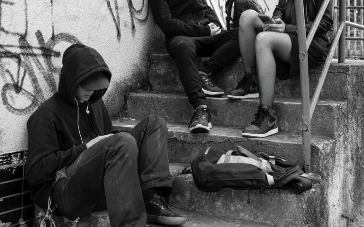 Streetwork není jen vyměňování jehel. Nová kampaň ´Na ulici se pracuje!´ cílí na rizika, hrozící dětem