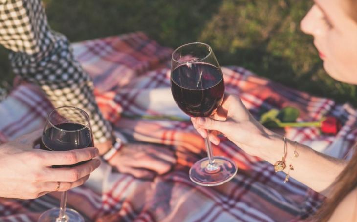 Ochutnat Francii všemi smysly, od pétanque přes divadlo až k vínu a šnekům. Zámek ve Žďáru chystá pěknou akci