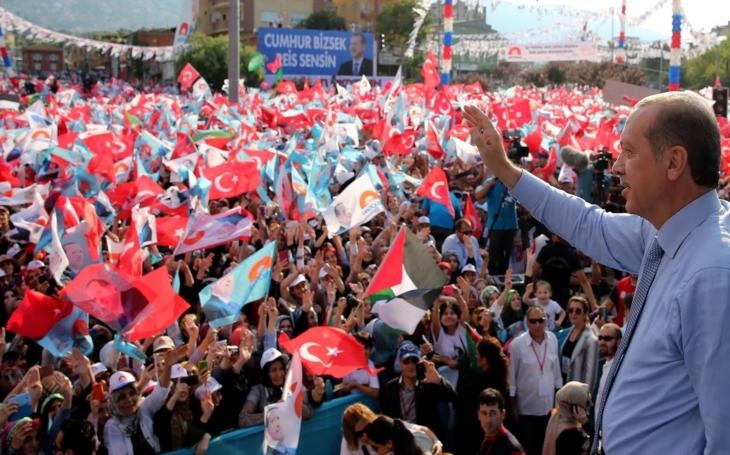 Erdogan, prezident osvoboditel, nebo diktátorská zrůda? Komentář Štěpána Chába