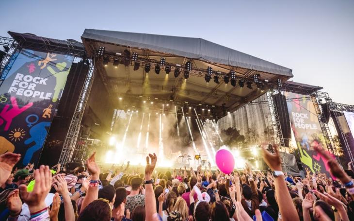 10 pódií, 100 kapel, muzikantů a DJs. Startuje legendární Rock for People s hlavní hvězdou Prodigy. Co si nenechat ujít?