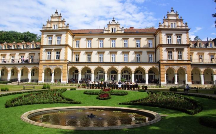 Rehabilitační ústav v Brandýse nad Orlicí slaví 120 let existence. Od kraje dostane jako dárek bazén
