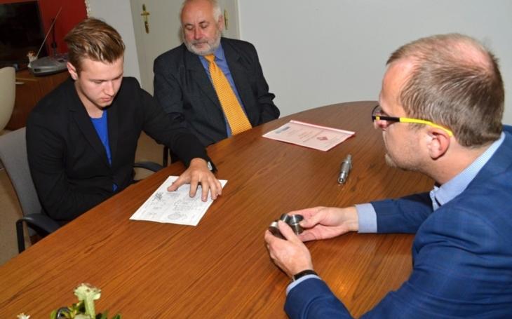 Michal Žák zvítězil v oboru obráběč kovů. Pořekadlo o zlatých českých ručičkách stále platí, ocenil to i hejtman