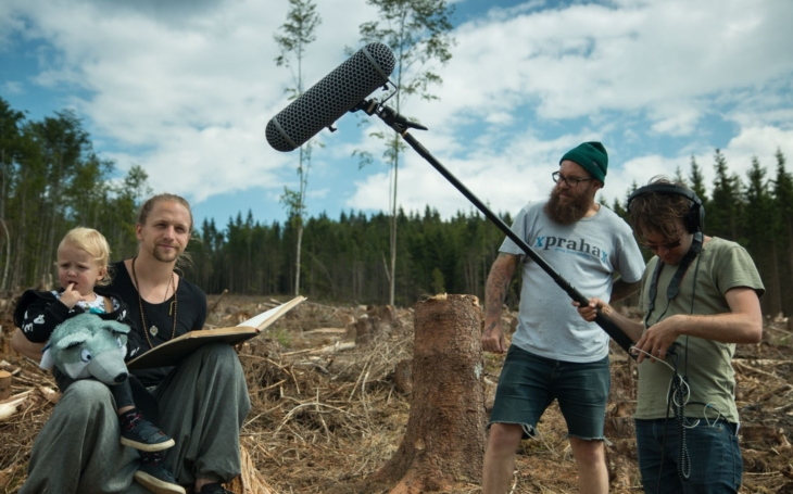 Známý zpěvák podpořil Hnutí Duha a zahraje na podporu lesů. Tomáš Klus natočil Bezlesou pohádku