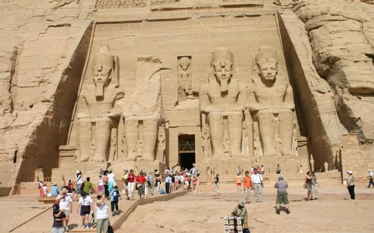 Bez peněz do ciziny nelez. A proč letos hrozí vEgyptě Faraónova pomsta… Dovolená IV