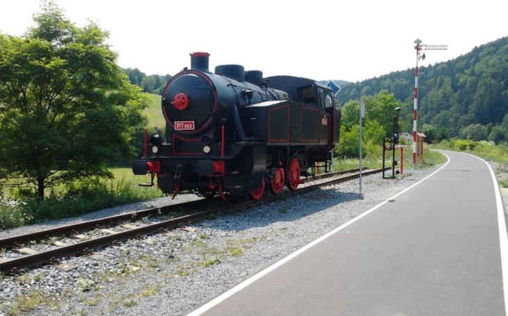 Unikátní železniční skanzen, součást půvabné cyklostezky, vedoucí údolím Moravské Sázavy, doplnil zrenovovaný vagon