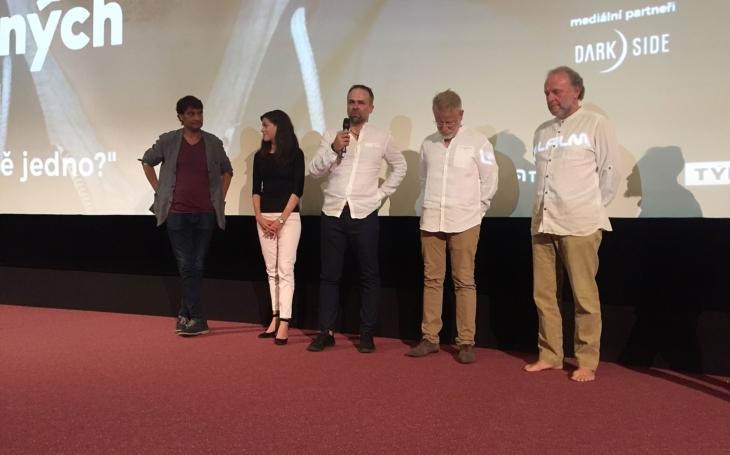 Předpremiéra Úsměvů smutných mužů ve Zlíně měla úspěch. Film boduje i v kinech, na CSFD.cz získal neuvěřitelných 79 %