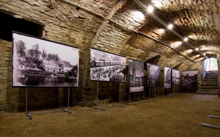Z uzavřeného podzemí prázdninová galerie: Jihlava vystavuje velkoformátové snímky zakladatele havířského průvodu