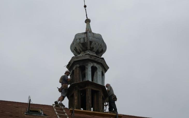 Kaple sv. Martina přišla o věžičku. Naštěstí jen dočasně, v Holešově nemusí mít o svou kulturní památku strach