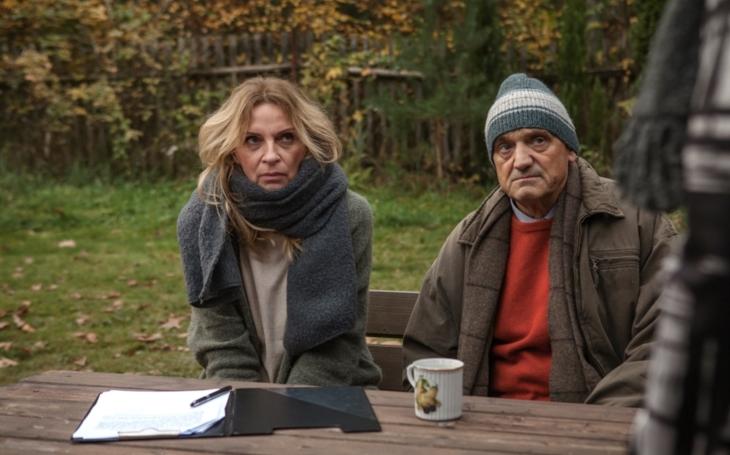Jeden z mála českých filmů, který baví. Chata na prodej by mohla být Na samotě u lesa II. Premiéry Pavla Přeučila