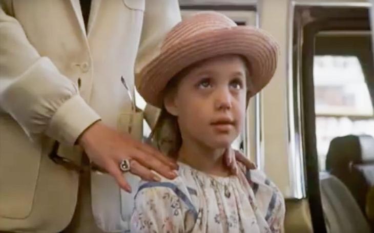 Prvních pět minut slávy Angeliny Jolie. Poznali byste vtomhle roztomilém děcku Laru Croft? Sobota Pavla Přeučila