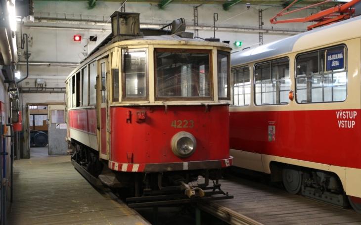 ´Dvoutisícovák´ od Ringhofferů z roku 1929. Plzeň získala historickou tramvaj z Prahy