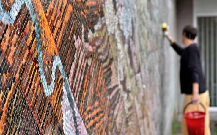 Tleskáme. Ústí nad Labem se rozhodlo zachránit mozaiku od Petra Menše z roku 1986