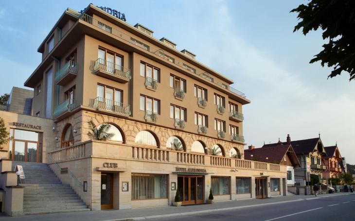 Lázeňské Luhačovice mají i jednu luxusní (a patřičně drahou) atrakci. Night club s prvorepublikovou atmosférou