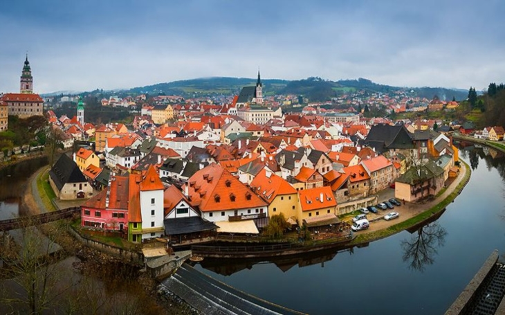 Tolik turistů nechceme, stěžují si stále častěji obyvatelé atraktivních míst v Česku. Také naší zemi zasáhla turistofobie