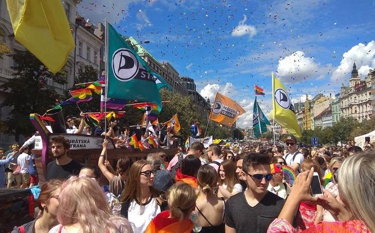 Pochody hrdosti vyvolávají odpor k celé LGBT komunitě. Komentář Štěpána Chába
