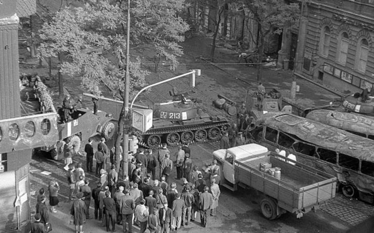 Vstávej, je válka, jsou tady Rusové. Já na to, co to meleš, jaký Rusáci… Srpen 1968 očima východočeských pamětníků