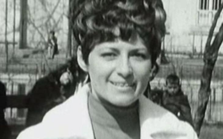 K obětem normalizace patřila i populární televizní hlasatelka Milena Vostřáková. Přišla o práci i o manžela, téměř v jeden den. Tajnosti slavných