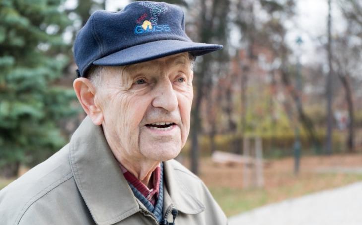 Stále stejný Miloš Jakeš: Zase došlo na zpěváky. Zalitoval, že neumí zpívat a vehementně obhajoval srpen 68