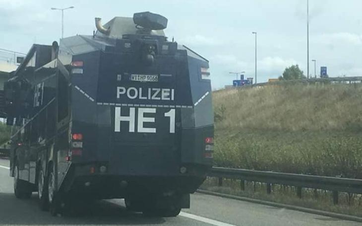 Frau Merkel to nezvládla. Sasko je na nohou a slova o extrémní pravici? Protestují obyčejní lidé, máme fotku