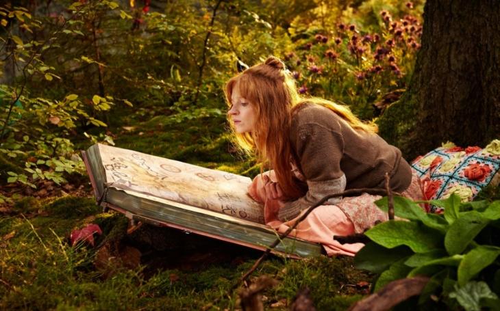 Malá čarodějnice řádí v podobě rozpustilé teenagerky a diváci se vděčně řehtají. Premiéry Pavla Přeučila