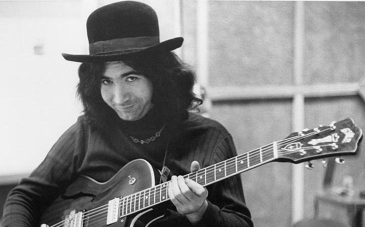 Tak takhle vznikala legenda amerického rocku a folku. Jen s devíti prsty a s autoritami na háku