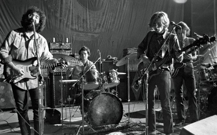 Pár týdnů před smrtí ovládl Dylanovi jeho koncert. Při příchodu Jerryho Garcii se strhl obrovský aplaus