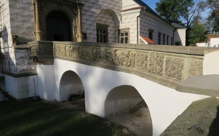 Mostek na Zámku Pardubice je opravený, kraj řeší i další projekty pro údržbu památkového areálu